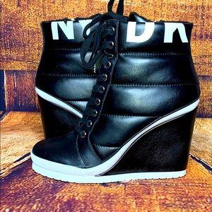 DKNY Wedge sneaker
